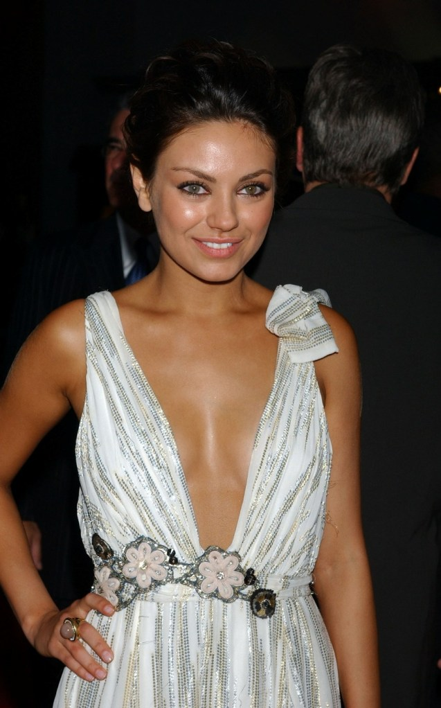 Mila_Kunis_arrives_for_the_premiere_of_the_Max_Payne_01
